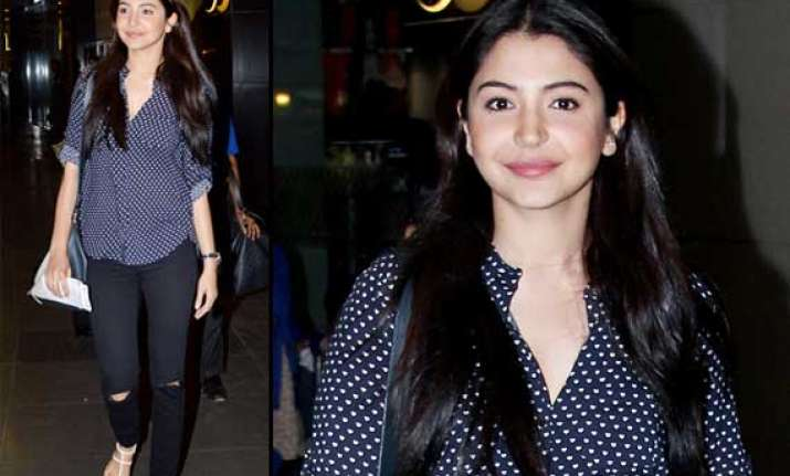anushka sharma spotted at airport after dating virat kohli