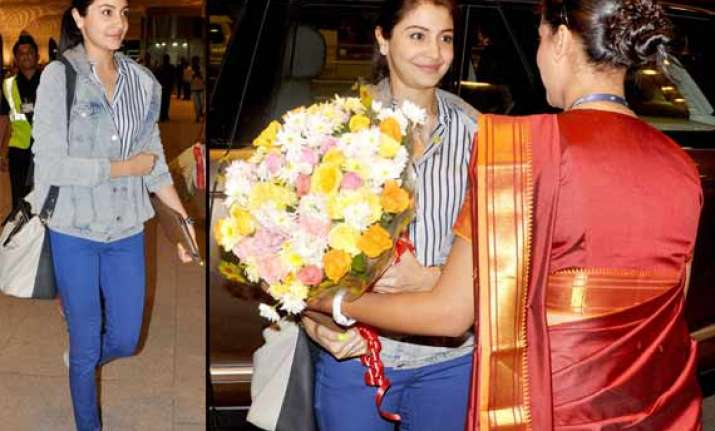 anushka sharma spotted at mumbai airport faces media with