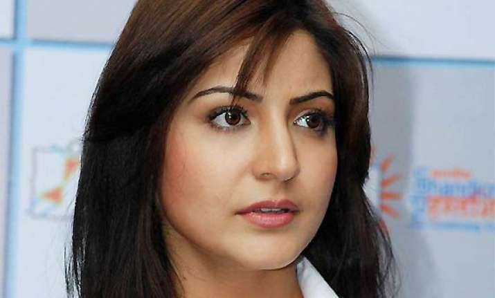 anushka sharma join hands with eros for maiden production