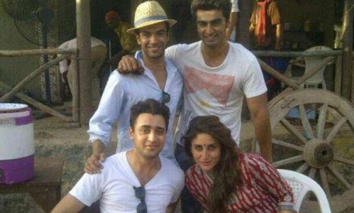 arjun kapoor surprised kareena imran on the sets of gori