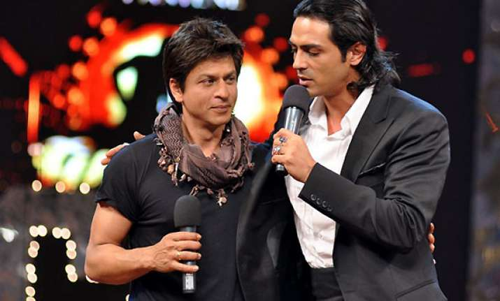 arjun rampal advices shah rukh to control his temper see