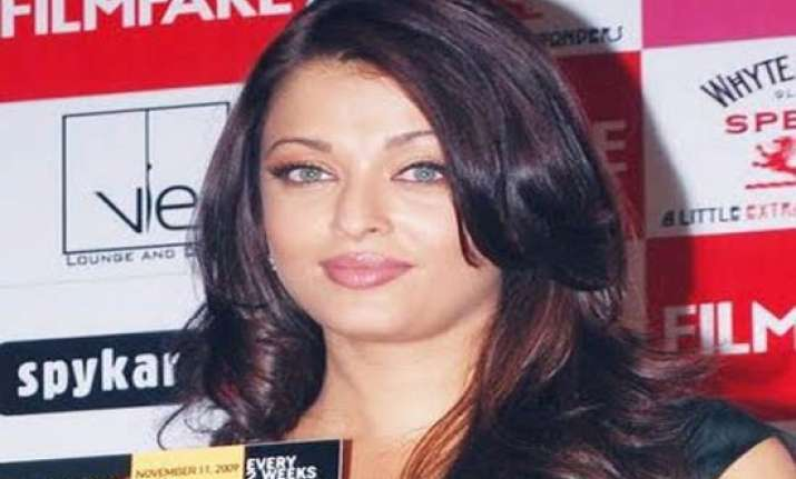 ash shocked madhur wants 2 item songs from her in heroine