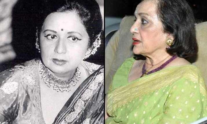 asha parekh expresses shock over her friend nanda s death