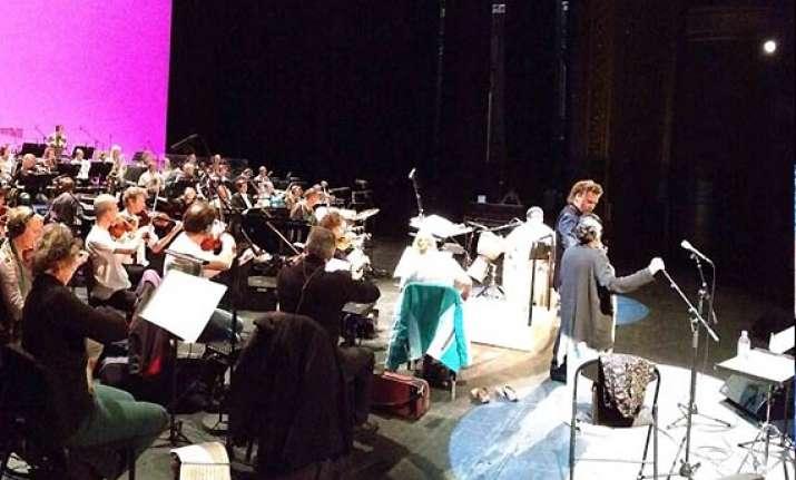 asha bhosle performs in paris overwhelmed