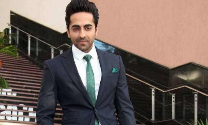 ayushmann leads bewakoofiyaan flash mob