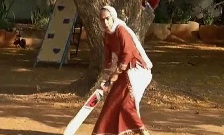 balika vadhu dadisa plays cricket