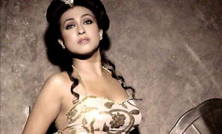 bengali actor rituparna sengupta detained at toronto airport