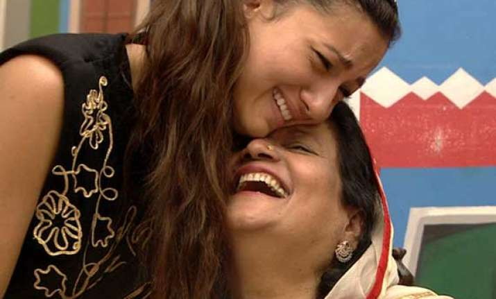 bigg boss 7 gauhar s mother persuades her to go back in the