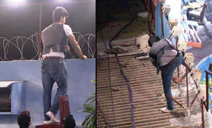 bigg boss 7 kushal tandon escapes from the house view pics