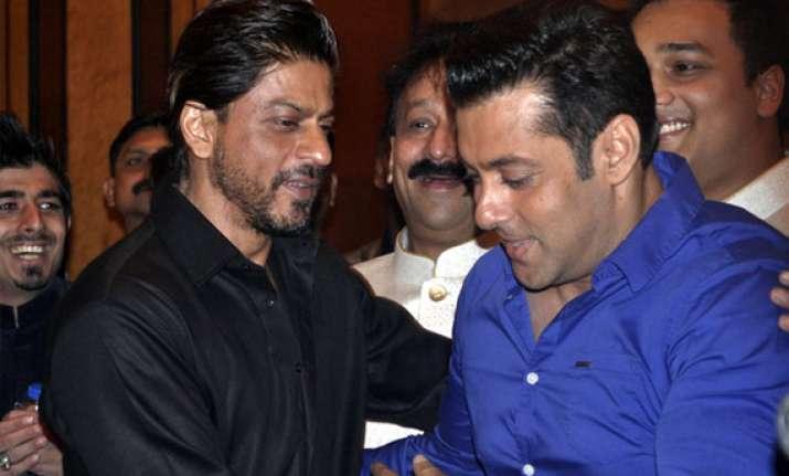 bigg boss 8 salman khan recommends shah rukh khan s name
