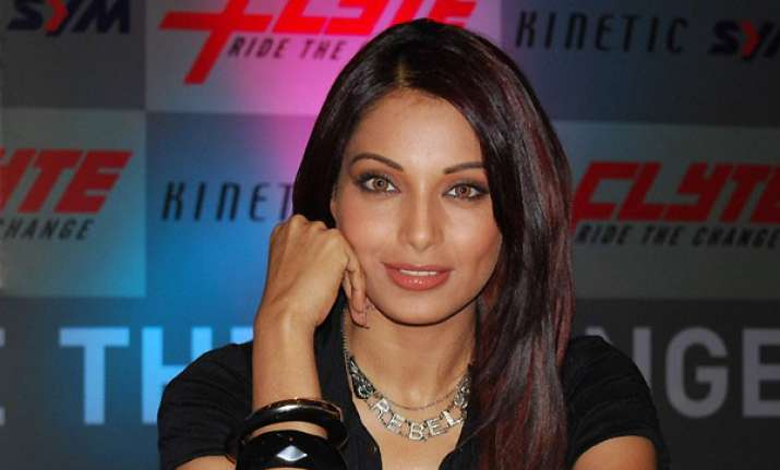 bipasha worried about anna s health