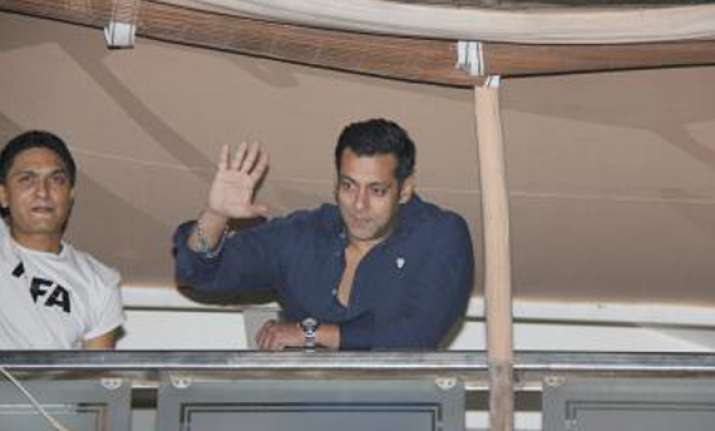 B Town Celebrates Salman S 47th Birthday At Galaxy Apartment