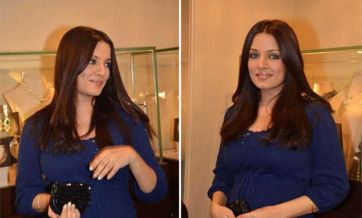 celina jaitley expecting twins
