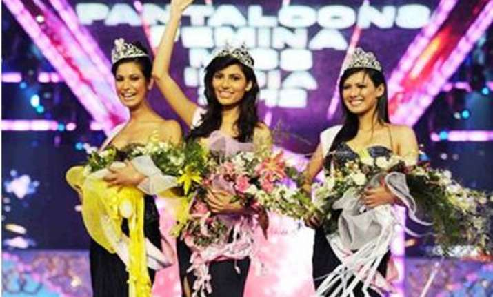 chandigarh girl vanya mishra is miss india world 2012