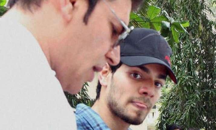 jiah suicide dad aditya pancholi wants son suraj be jailed
