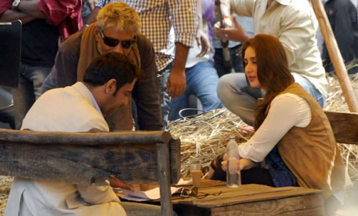 huge crowds gather to watch satyagraha shooting in bhopal