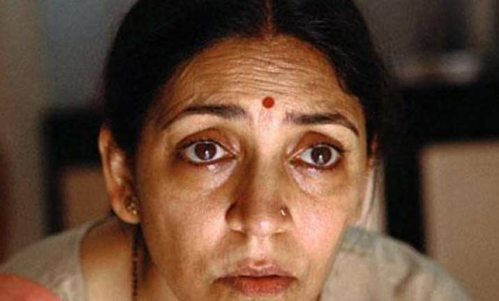 deepti naval makes friendly appearance in ba pass