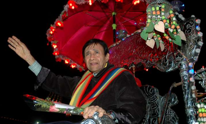 funeral of bollywood legend dev anand on saturday sources