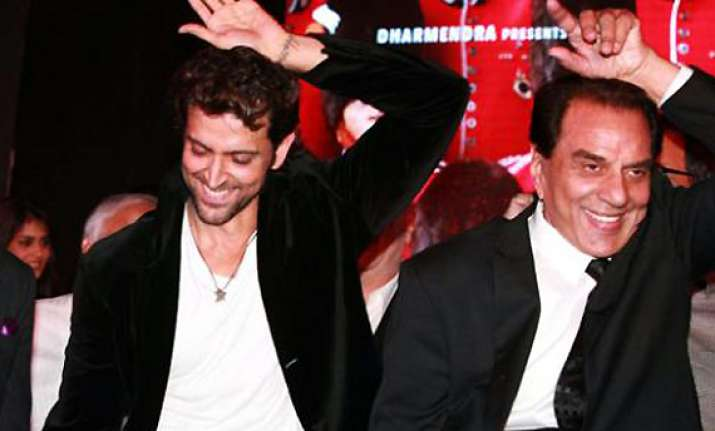 dharmendra asks hrithik to be careful with stunts
