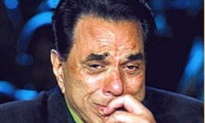 dharmendra weeps on hearing jeena yahan marna yahan song