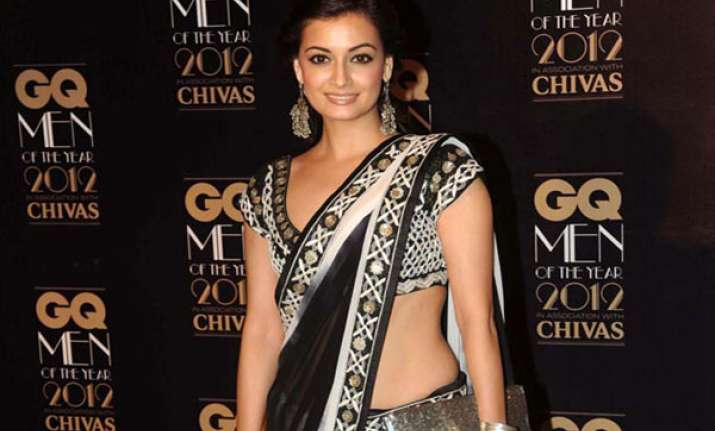 dia mirza paints for a cause