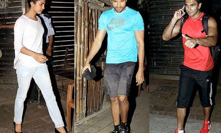 onscreen siblings priyanka ranveer spotted at farhan akhtar