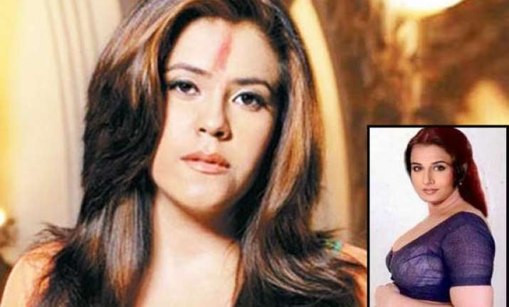 ekta bans cellphones on dirty picture sets