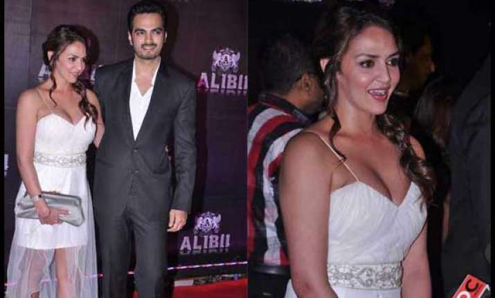 Sridevi Vijayakumar Cleavage: Esha Deol Flaunts Ample Cleavage At Sridevi's Birthday