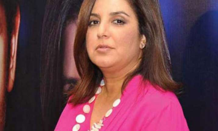 farah khan returns home from hospital relieved movie