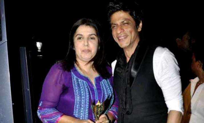 farah khan wants srk to start the trend of one legged dance