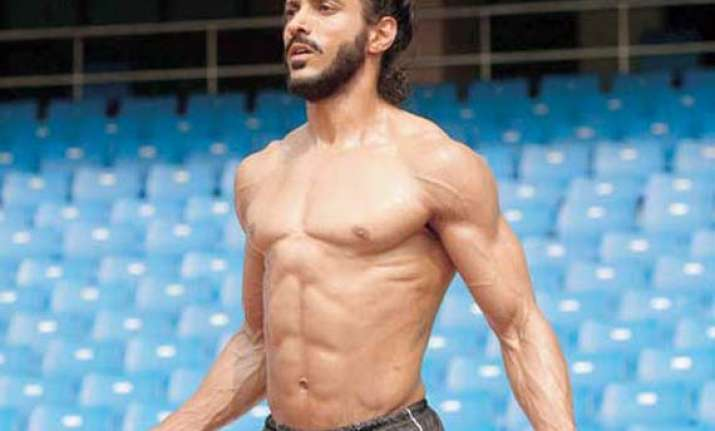 farhan akhtar s daughters weren t impressed by his six pack