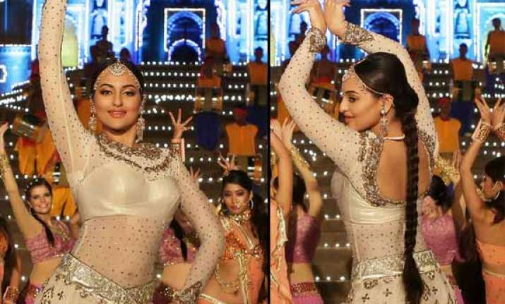 first look sonakshi sinha mesmerizes as radha in tevar view