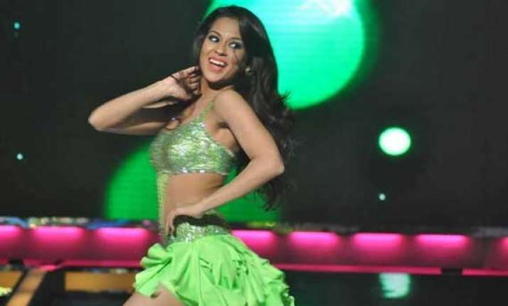 get to know real sana saeed through jhalak..