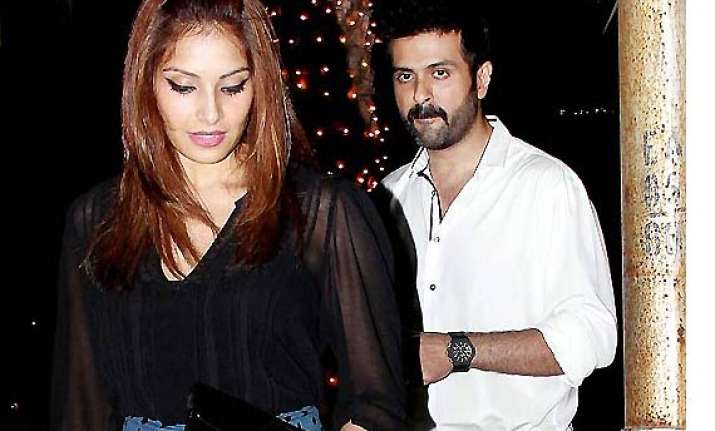 harman tight lipped on marriage plans with bipasha