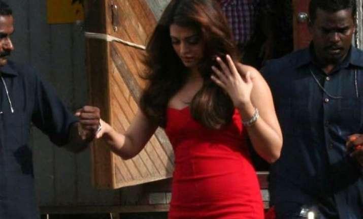 heroine shelved due to aishwarya s pregnancy