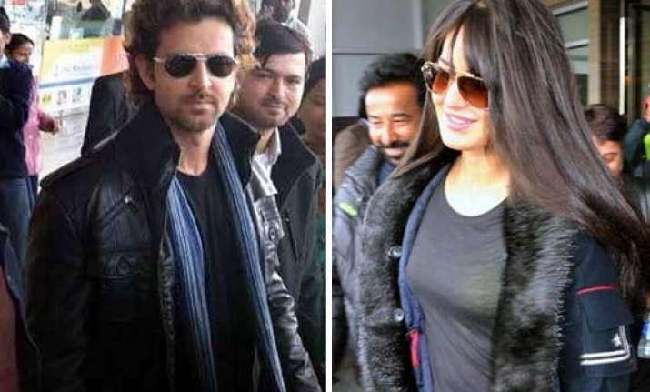 hrithik katrina spotted at chandigarh airport resumes bang
