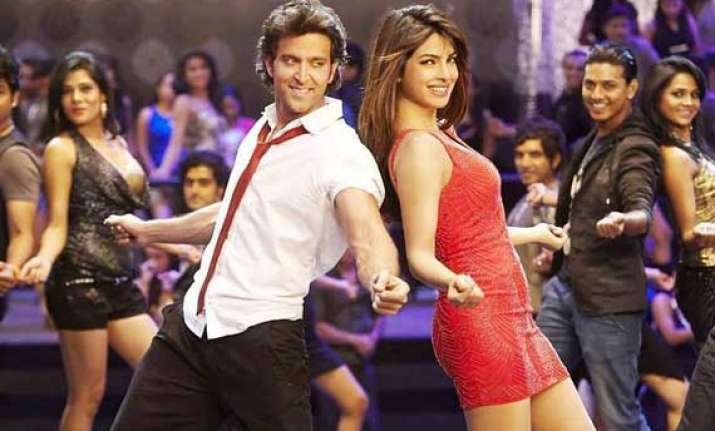 hrithik roshan dances to the tunes of priyanka s i can t