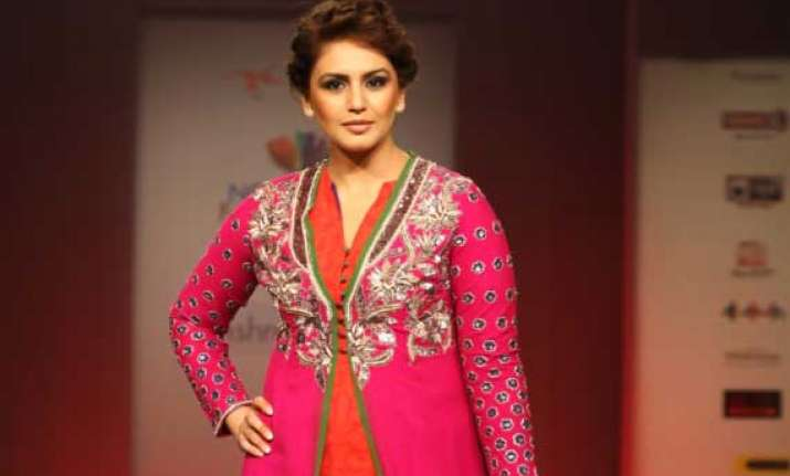 huma qureshi glams up at four day north east fest