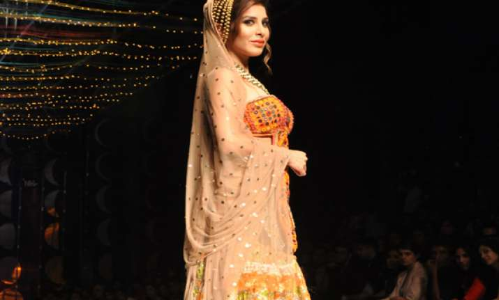 india bridal fashion week 2013 sophie choudhry sizzles at
