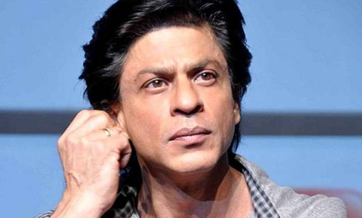 shah rukh khan and happy new year team boycotted by the