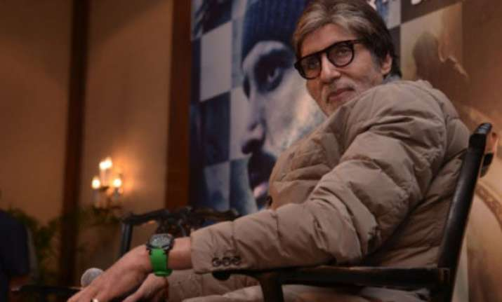 amitabh bachchan plays football with kids in kolkata while