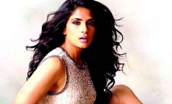 richa opts for stage practice for cabaret