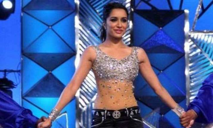shraddha kapoor dances away even with injured leg
