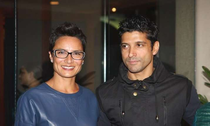 farhan akhtar s wife adhuna ditches him publicly