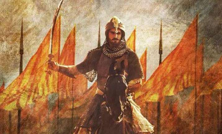 ranveer singh looks dashing as peshwa bajirao