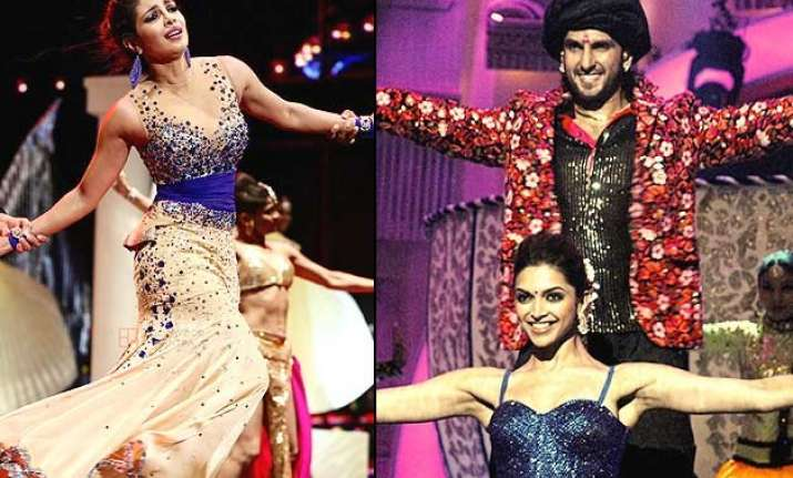 ranveer deepika priyanka to burn stage together in bajirao