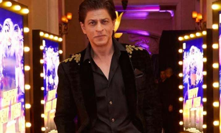srk shoots at london s madame tussauds for fan