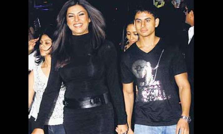 sushmita is single again