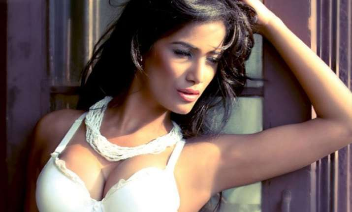 poonam pandey files rs 100 crore defamation case over her