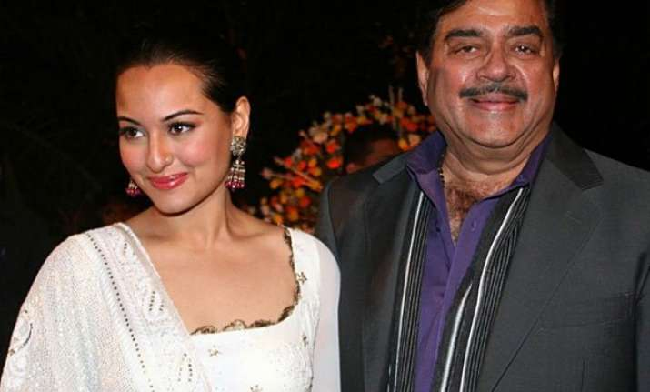 shatrughan sinha won t share any frame with daughter